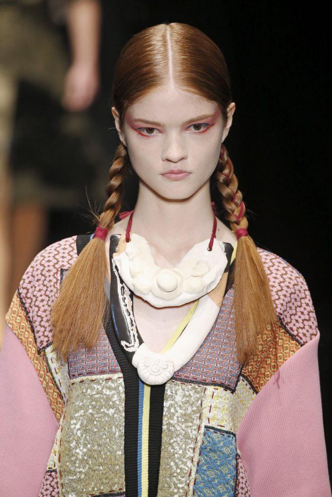модная прическа косички