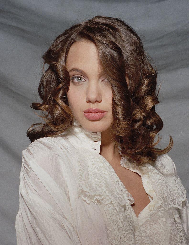 молодая Анджелина Джолифото