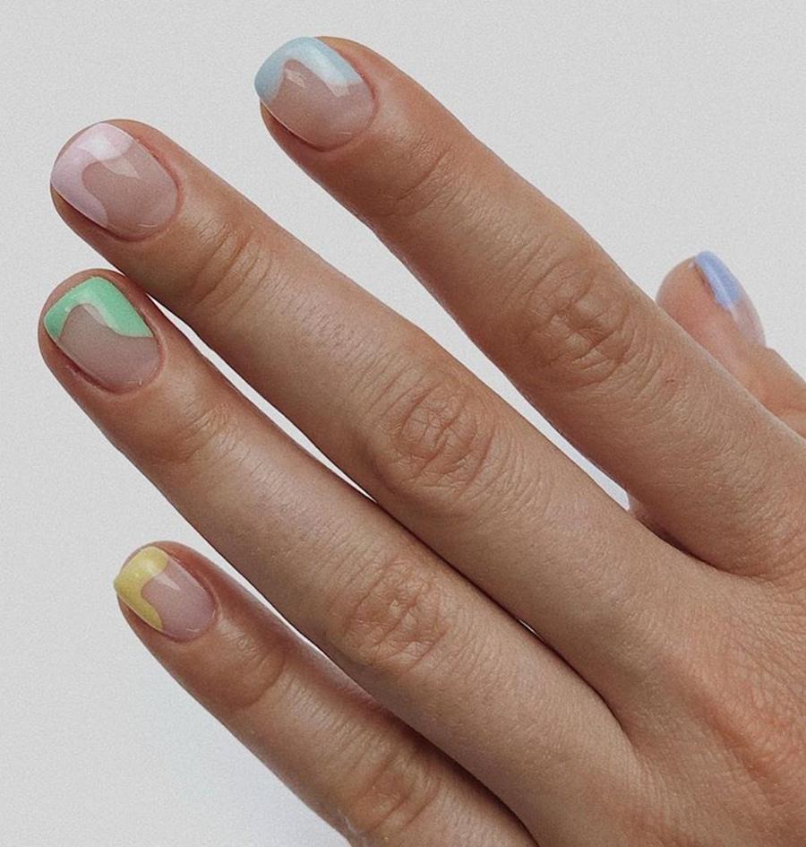 маникюр френч зефирный разноцветные кончики тренд 2020 новый французский маникюр