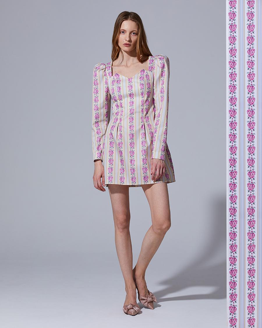 модное плвтье с цветочным принтом в цветах розовый голубой с рукавом украинские дизайнеры Darja Donezzлето 2020