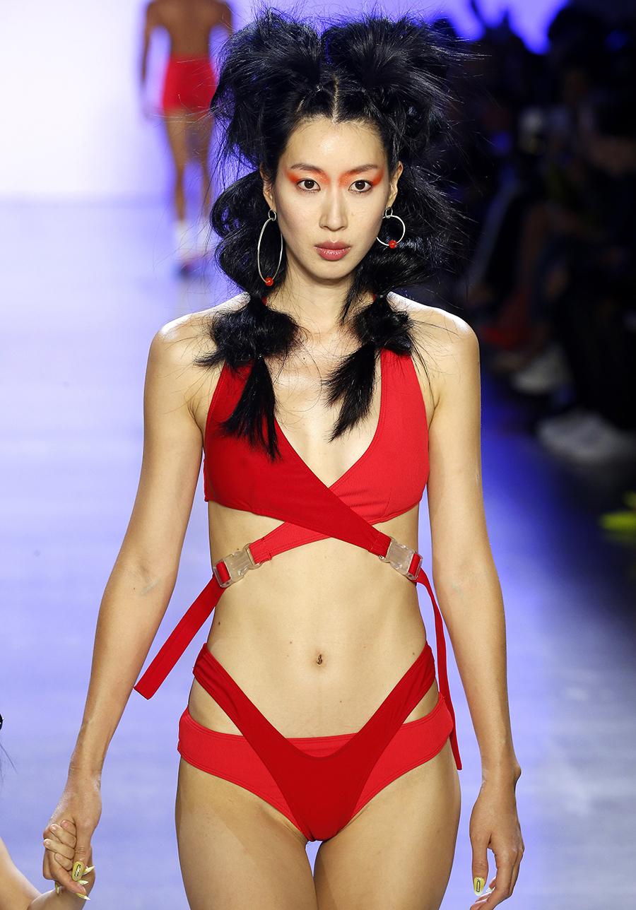 красный купальник с вырезами самые модные купальники лето 2020 монокини слитный