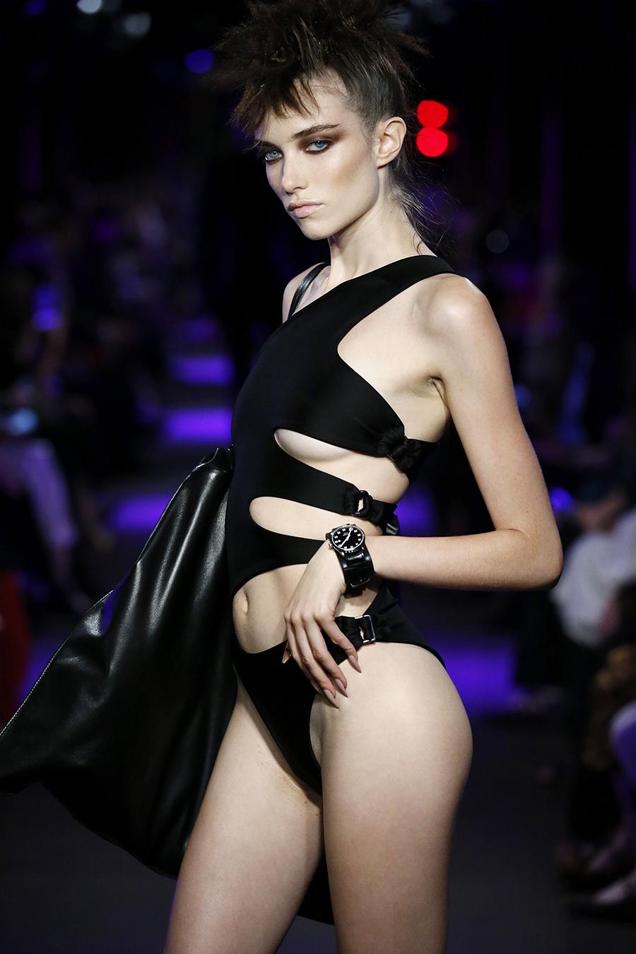 черный купальник с вырезами самые модные купальники лето 2020 монокини слитный