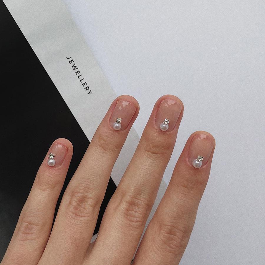 маникюр 2020 ногти нюд дизайн жемчужины