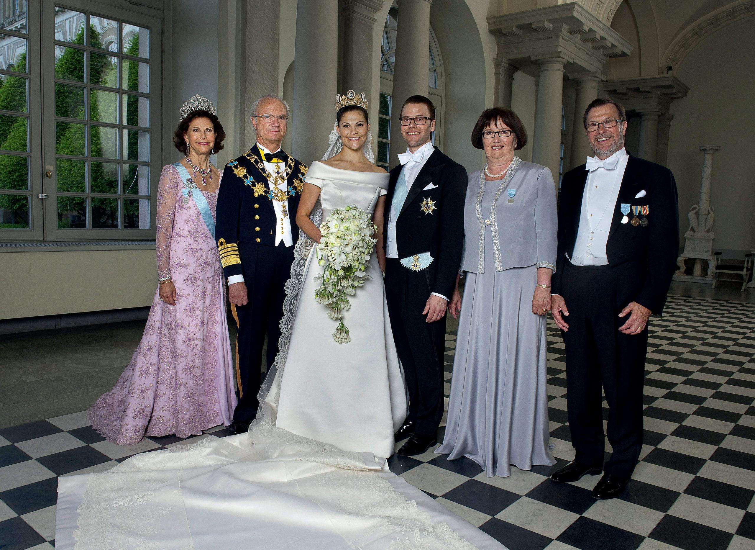 кронпринцесса принцесса Виктория принц Даниэль король карл густав королева сильвия Швеция королевская семья парадный портрет