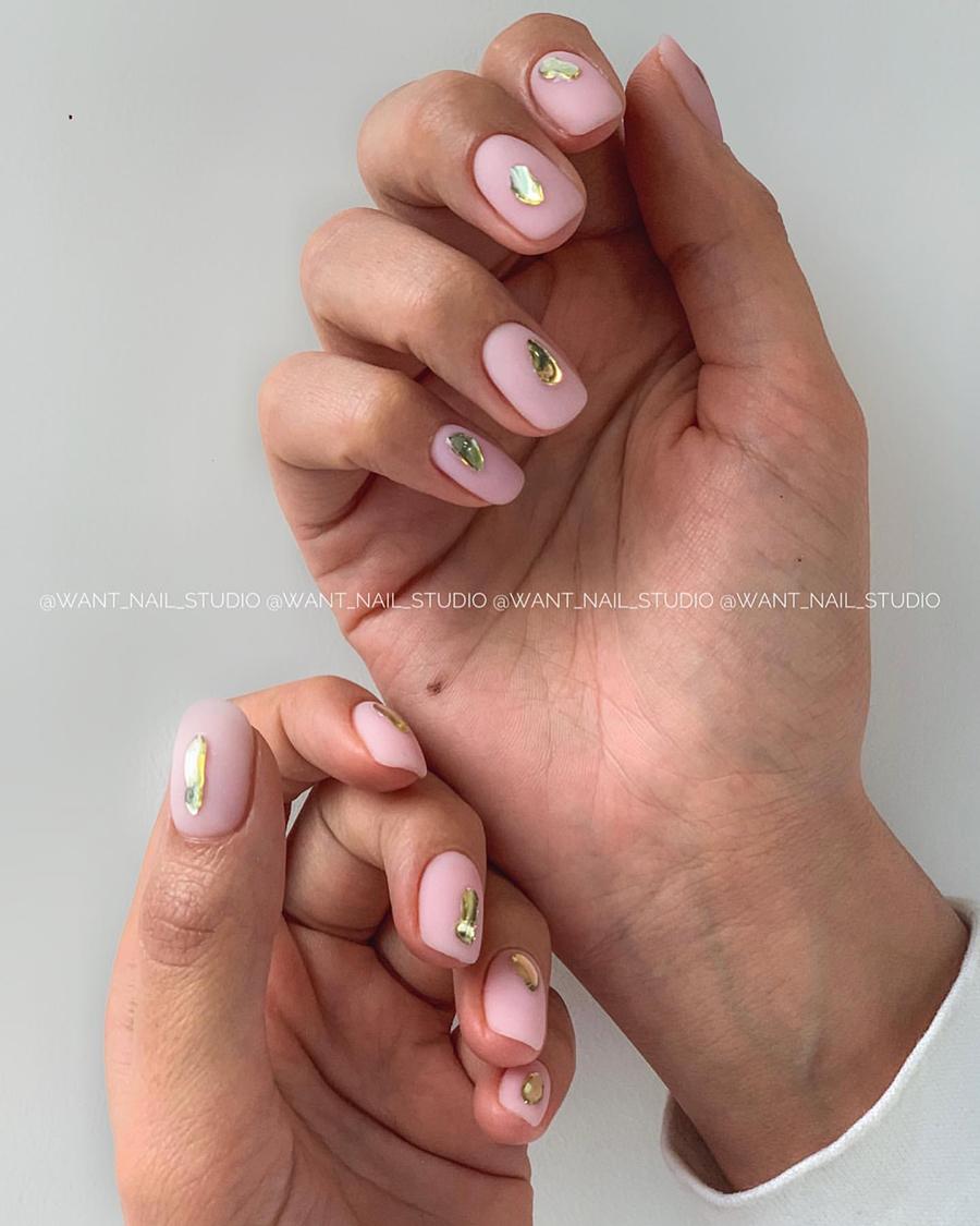маникюр 2020 ногти тренды нюд дизайн золото