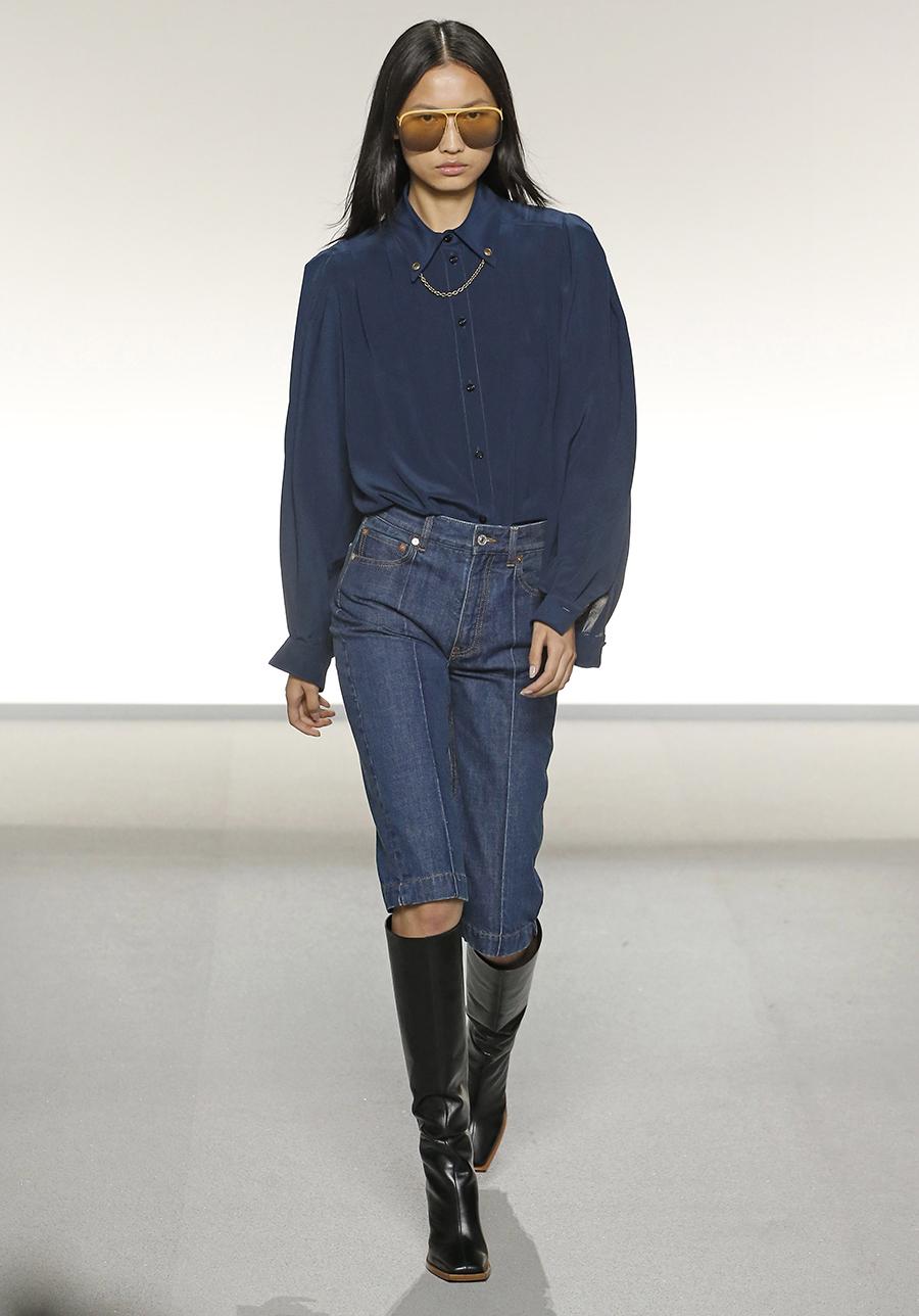 модные джинсы бермуды синие до колена со швом впереди лето 2020