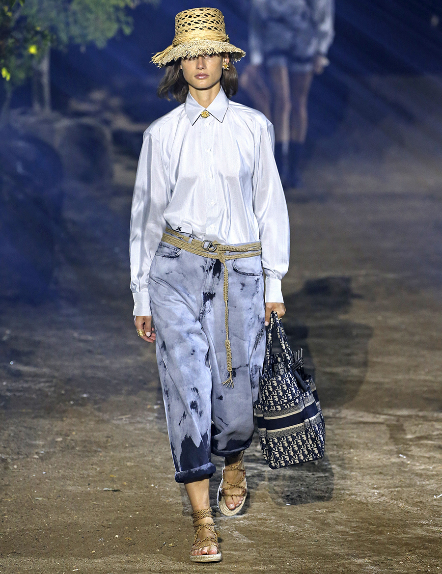 модные джинсы варенки вареные слоучи бананы лето 2020