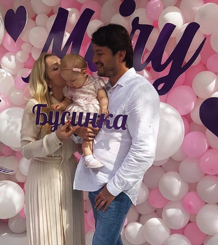 Сергей Притула с дочкой и женой