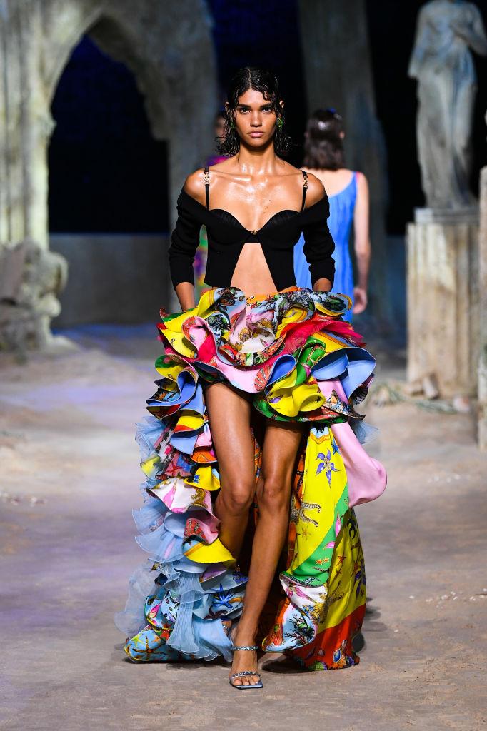 Versace весна лето 2021