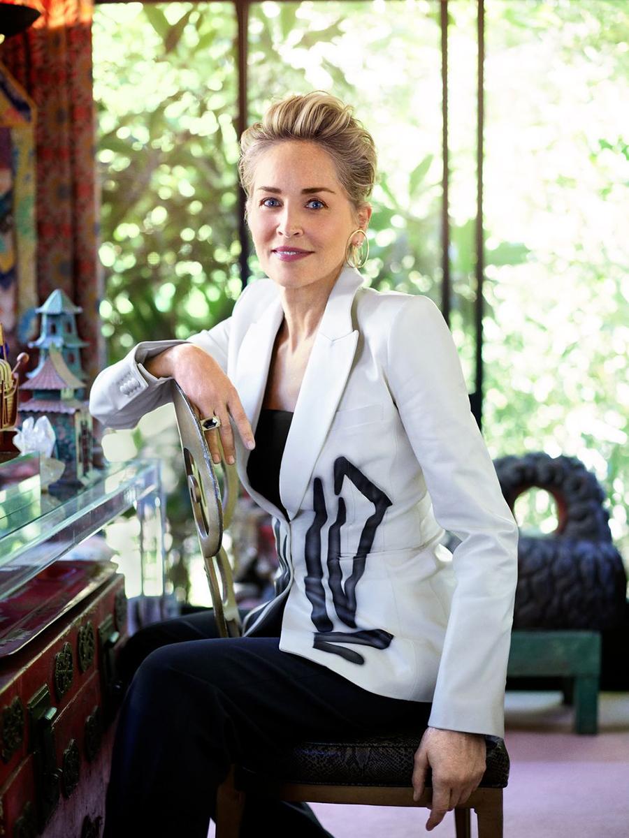 Шэрон стоун сериал сестра рэтчед netflix костюм белый пиджак жакет на работу деловой стиль