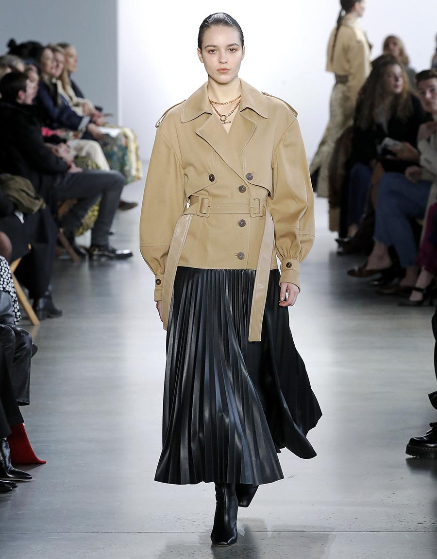 модный тренд плащ осень 2020 бежевый короткий куртка ветровка