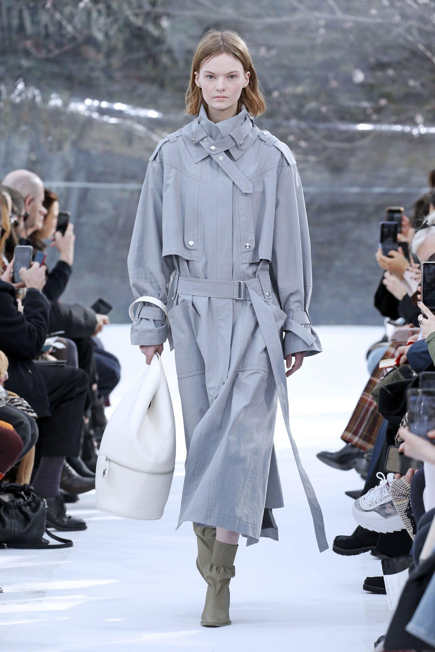 модный тренд плащ осень 2020 серый оверсайз объемный