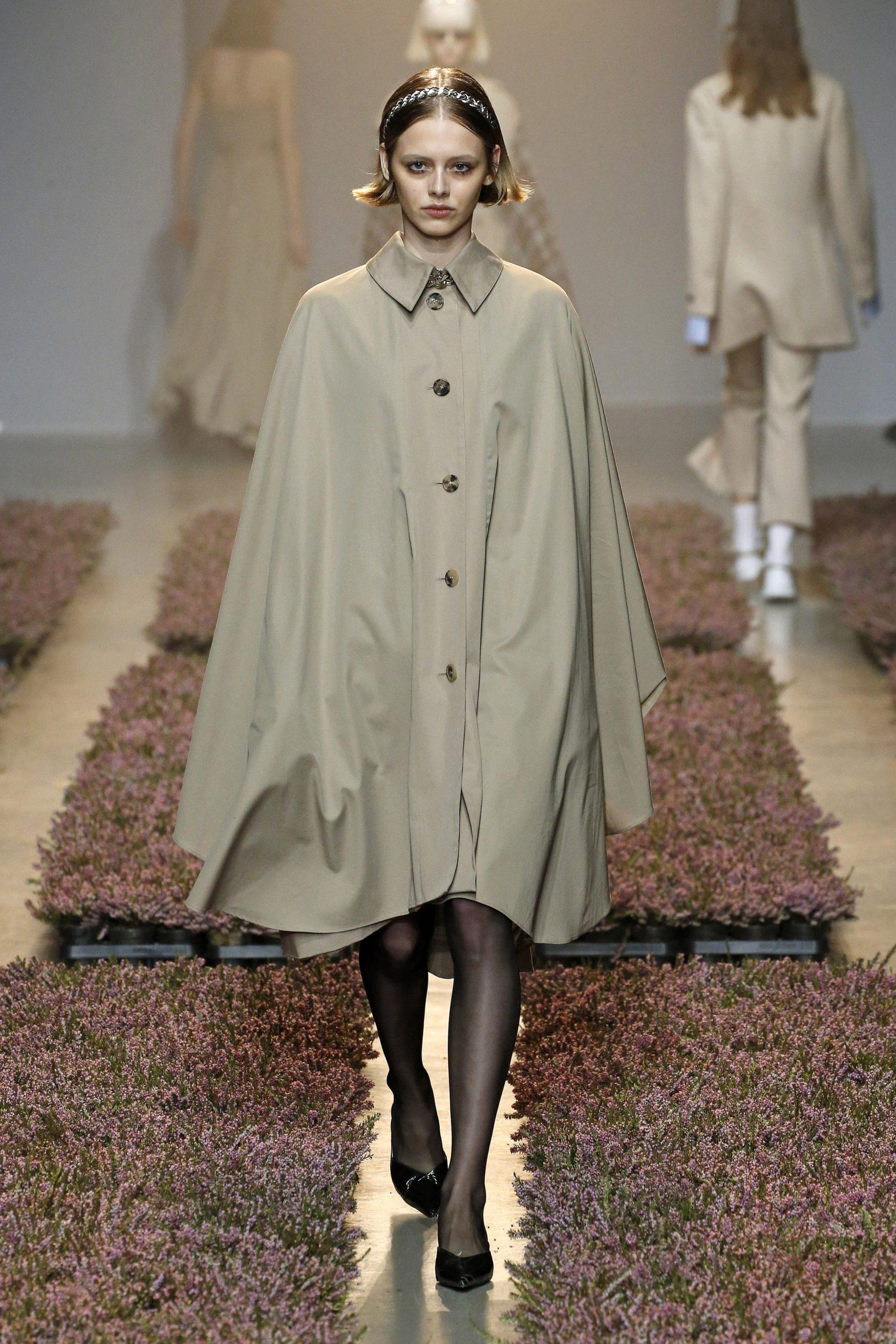 модный тренд плащ осень 2020 оливковый хаки кейп оверсайз объемный