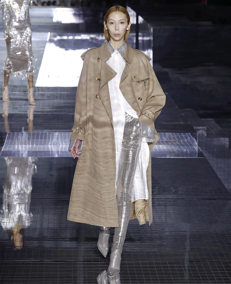модный тренд плащ осень 2020 бежевый классический длинный