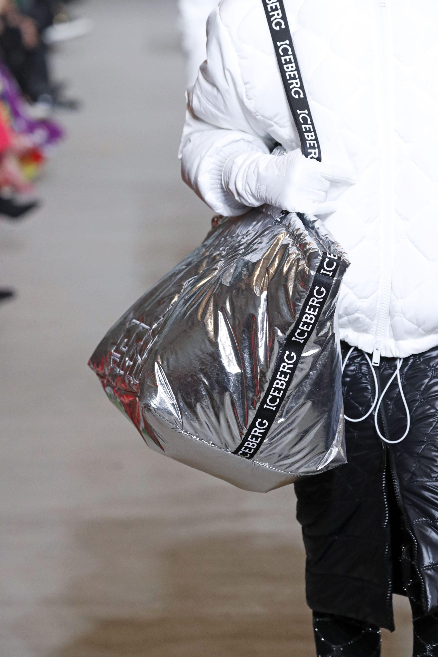 серебряная блестящая модная сумка тоут огромная осень зима 2020 2021
