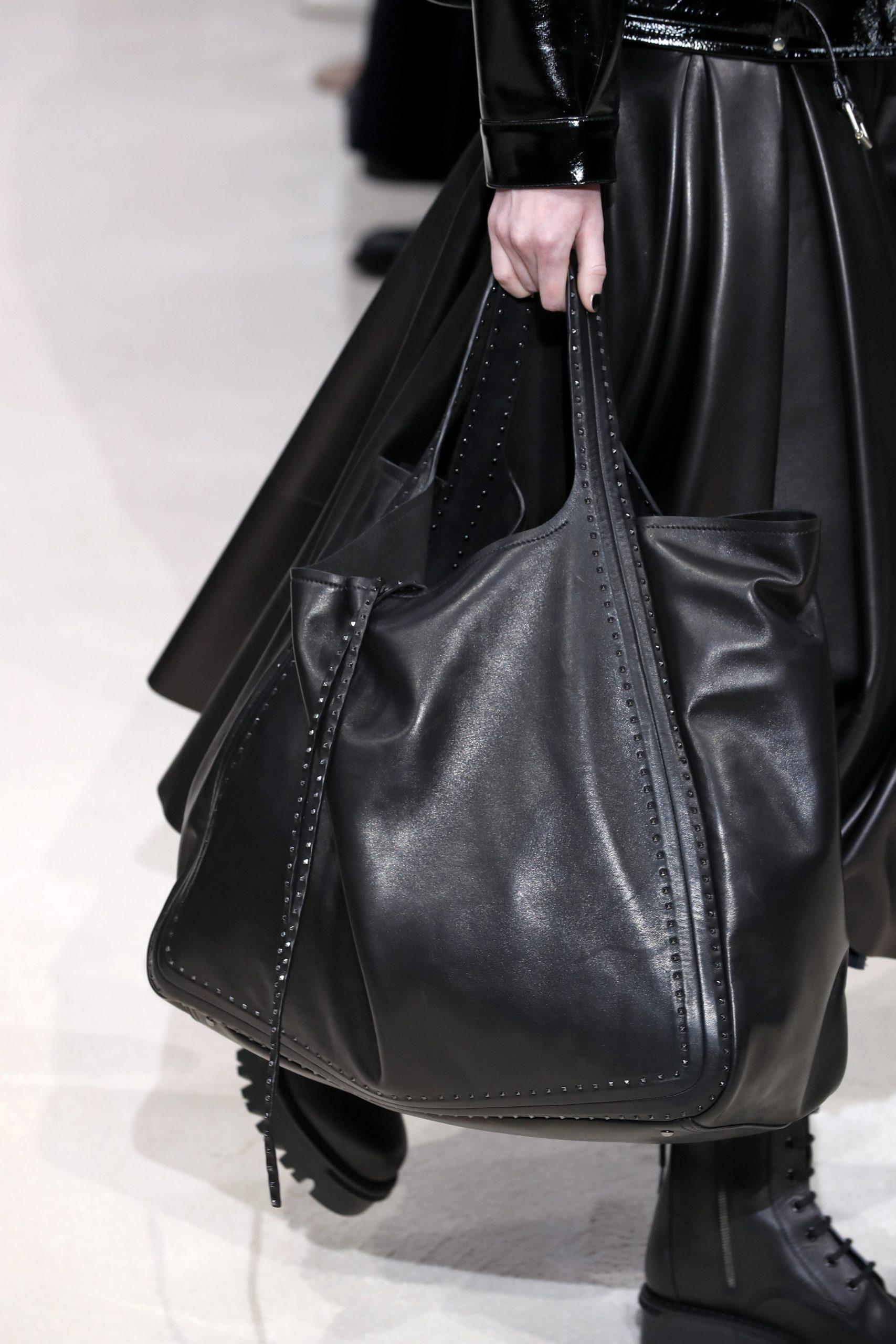 черная модная сумка тоут огромная осень зима 2020 2021
