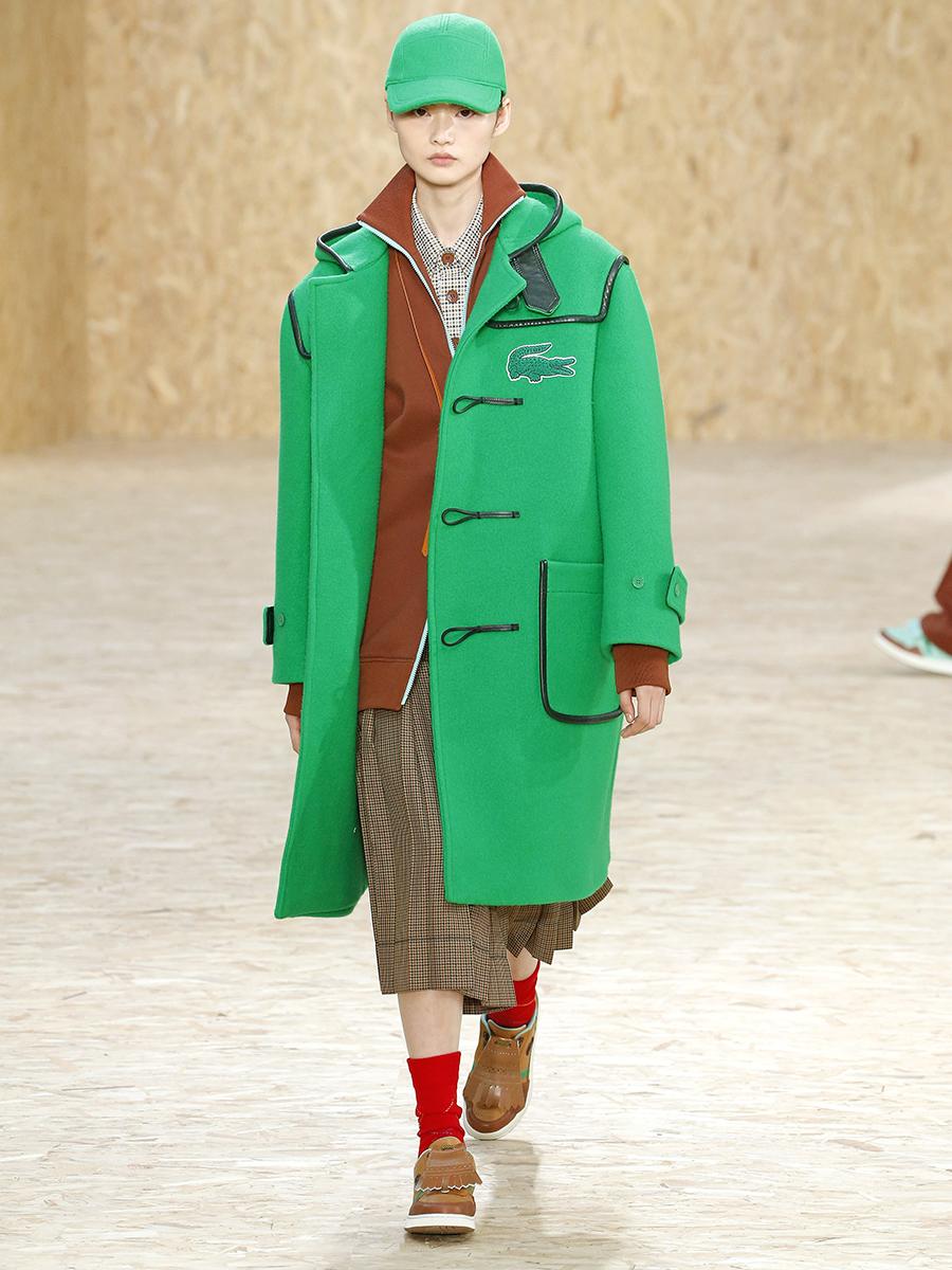 модное пальто осень 2020 яркое объемное зеленое длинное дафлкот