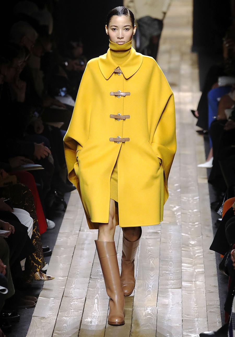 модное пальто осень 2020 яркое желтое длинное дафлкот