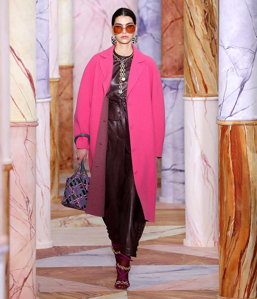 модное пальто осень 2020 яркое розовое длинное
