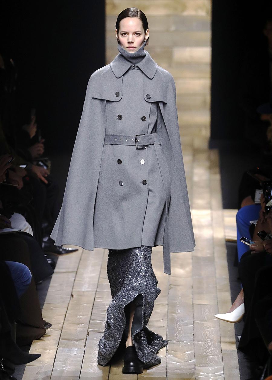 модное пальто осень 2020 кейп серый по колено