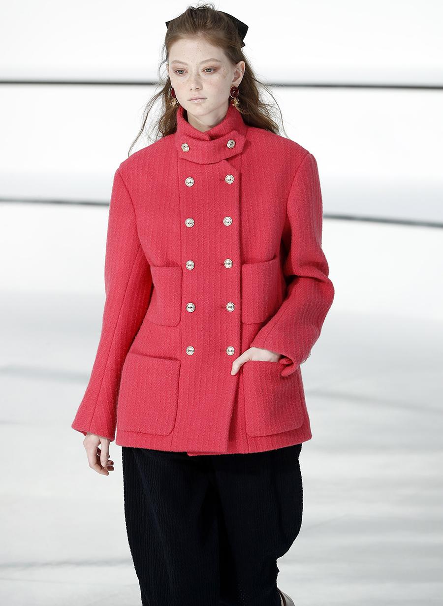 модное пальто осень 2020 короткое розовое двуортное