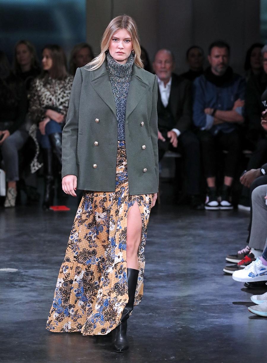 модное пальто осень 2020 короткое серое двуортное