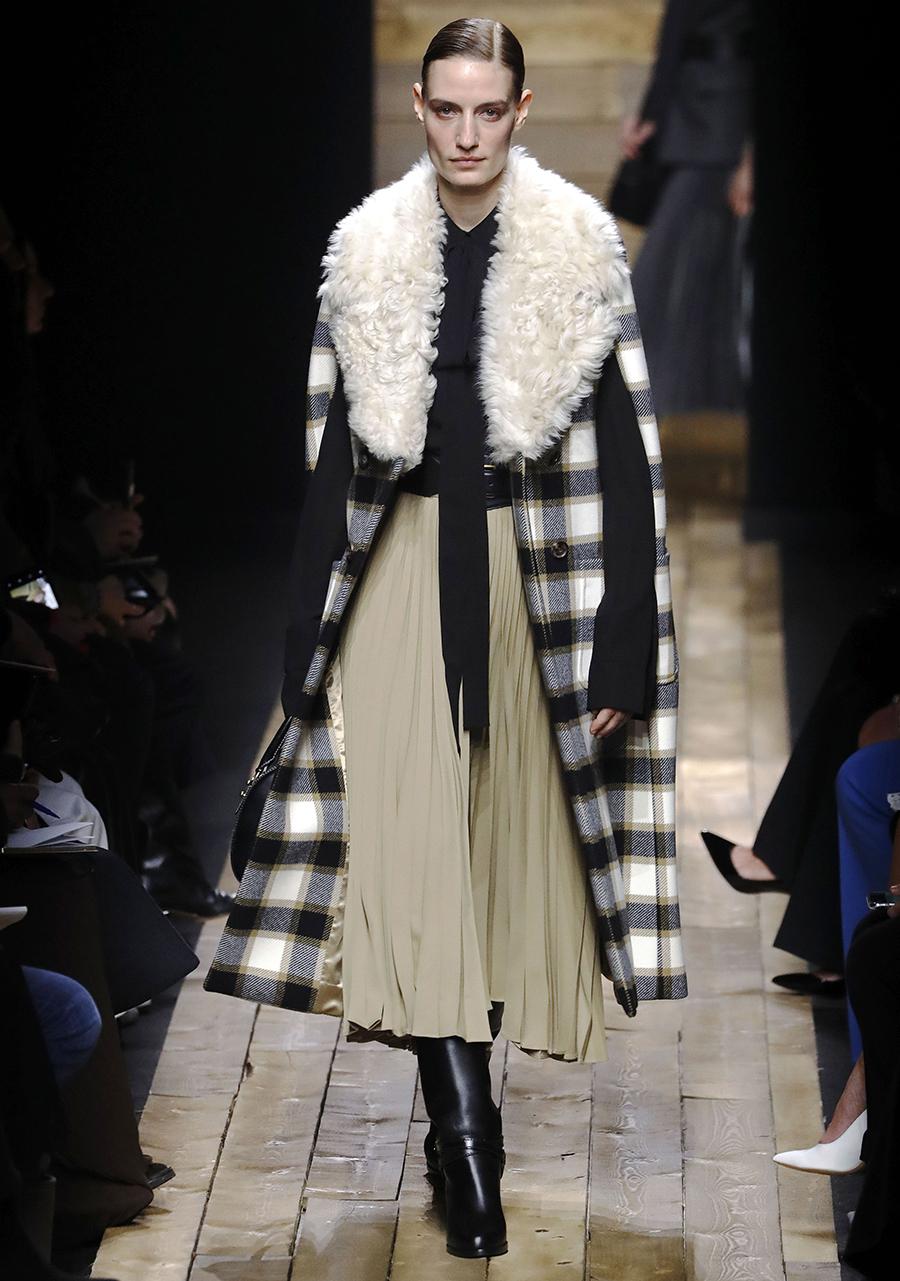 модное пальто осень 2020длинное в клетку с пушистым меховым воротником