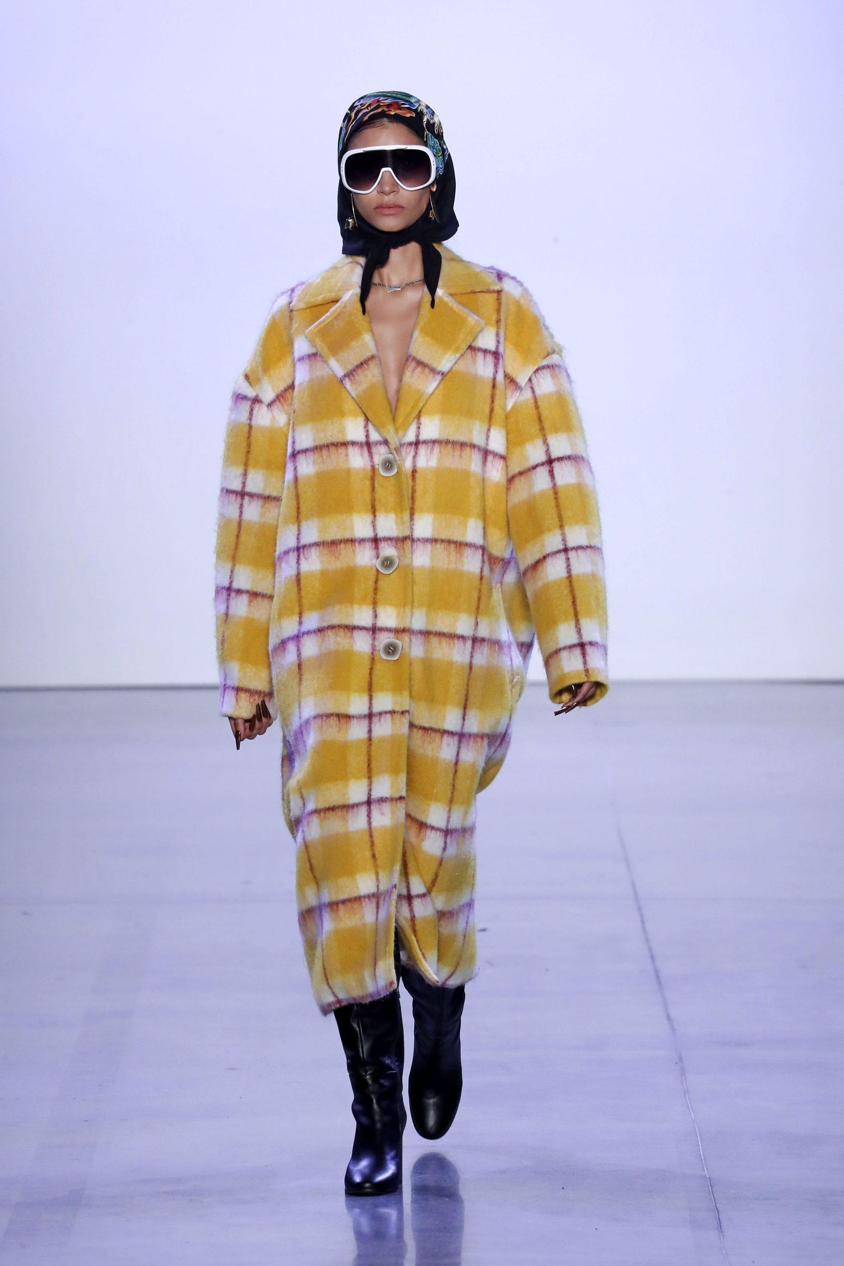 модное пальто осень 2020 в клетку крупную желтое