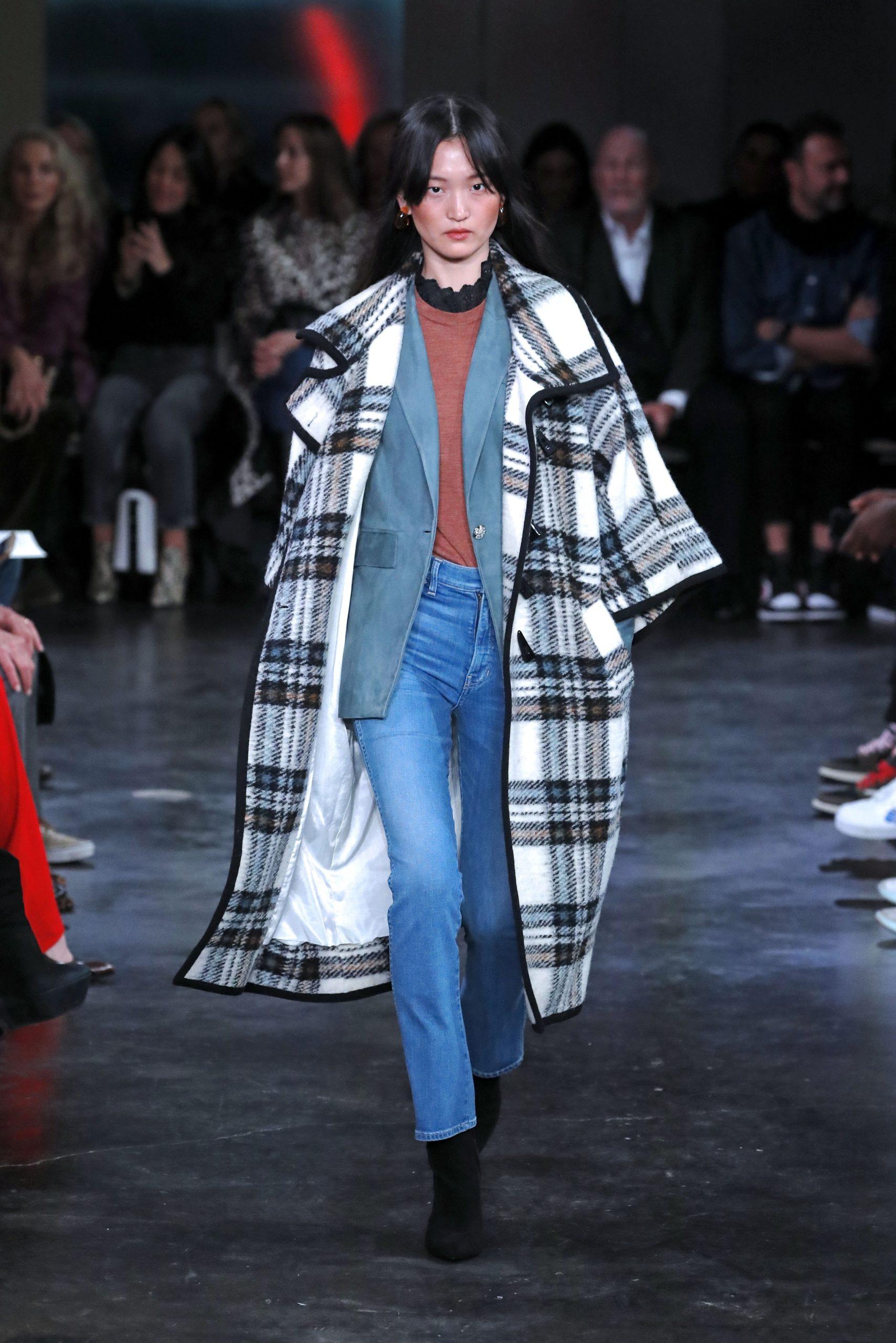 модное пальто осень 2020 в клетку крупную черно-белая