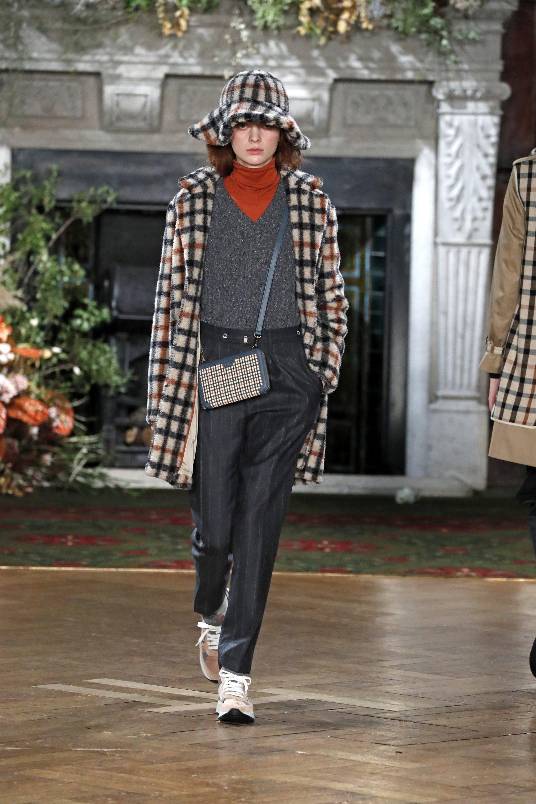 модное пальто осень 2020 в клетку крупную черно-белое коричневое