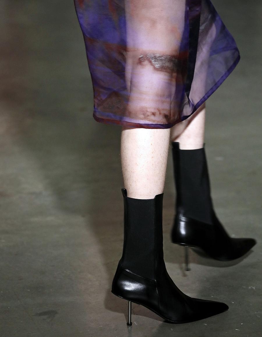 Ботинки ботильоны на каблуке узкий носок черные модные осень зима 2020 2021