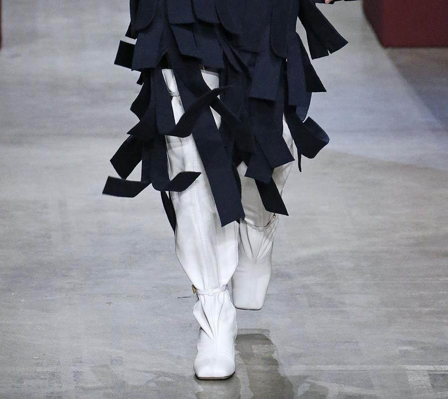 сапоги с широким голенищем со сборками гармошкой кожаные белые модные осень зима 2020 2021
