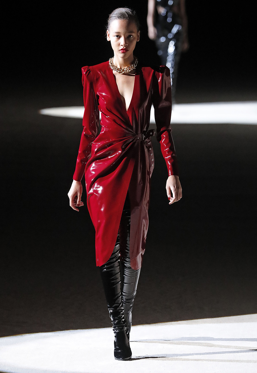 сапоги ботфорты высокие черные латексные лаковые блестящие модные осень зима 2020 2021