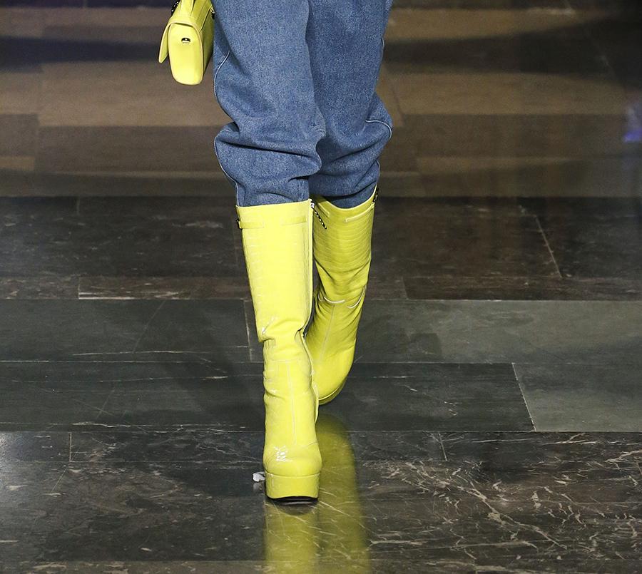 сапоги ботинки ботильоны сапоги на каблуке салатовые неон модные осень зима 2020 2021