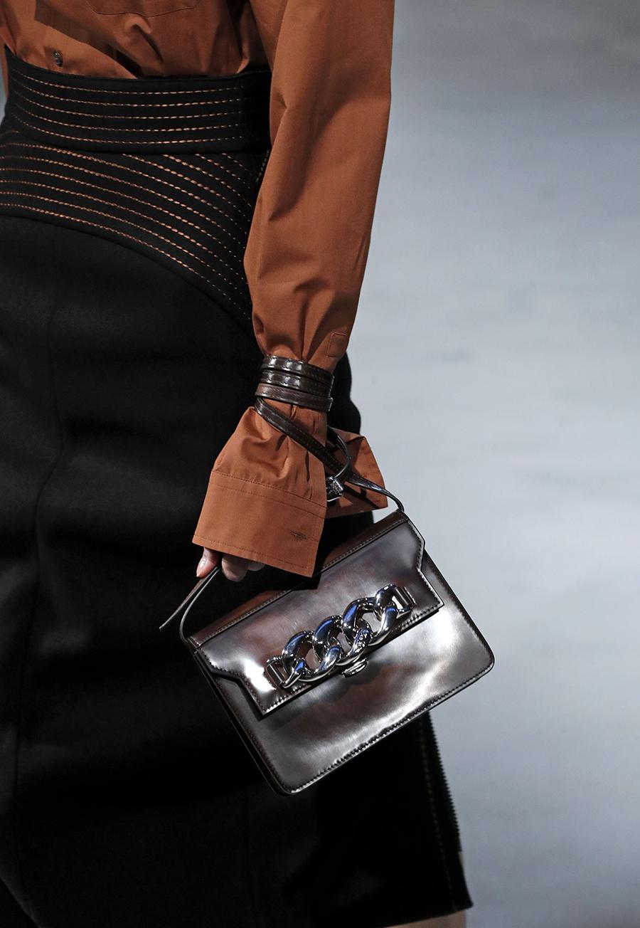 модная сумка на цепочке осень зима 2020 2021 бронзовая кожаная