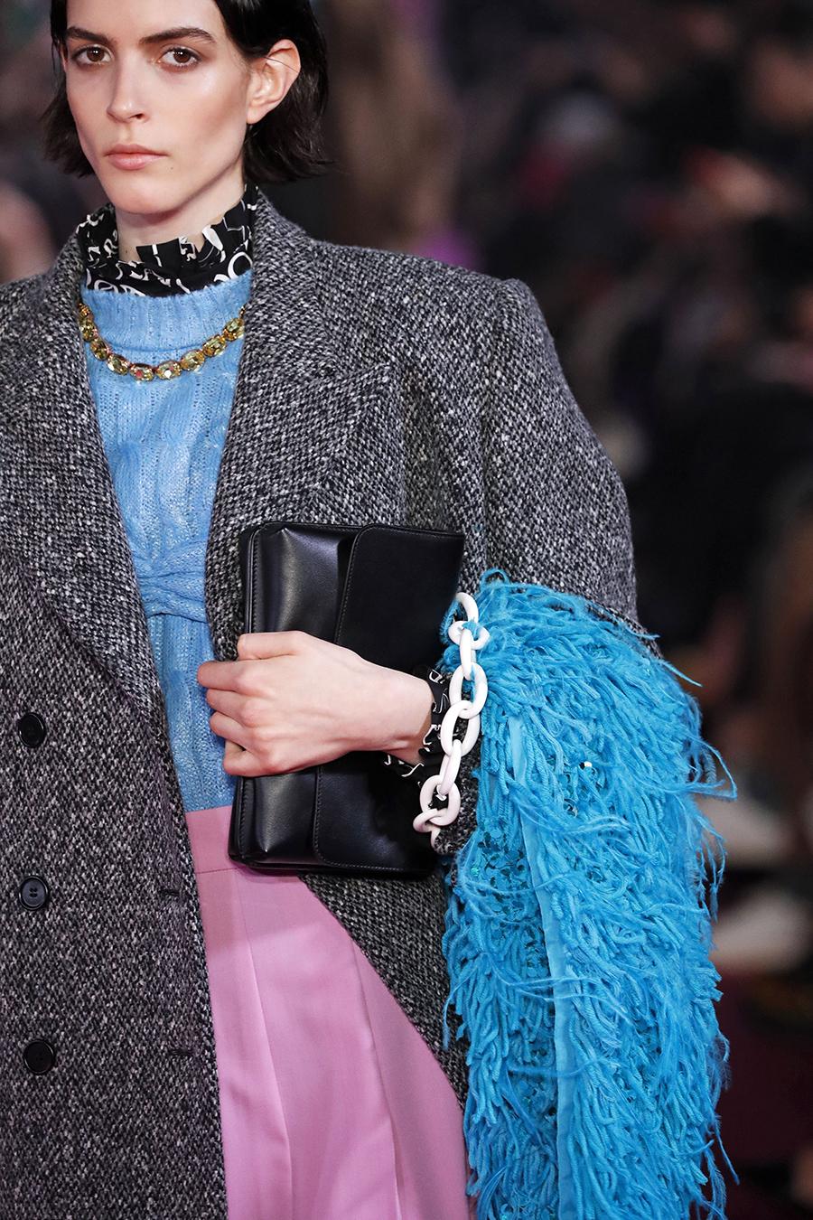 модная сумка на цепочке осень зима 2020 2021 черная белая