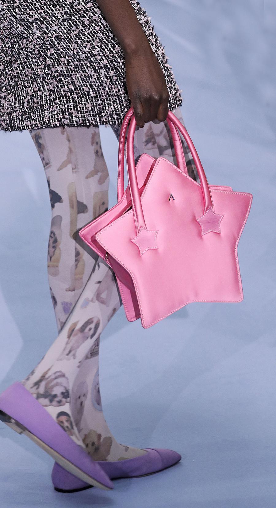 модная осень зима 2020 2021 жесткая форма звезда розовый