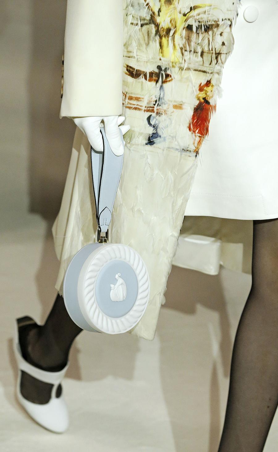 модная осень зима 2020 2021 круглая шляпная коробка жесткая форма голубая пинт белый веджвуд