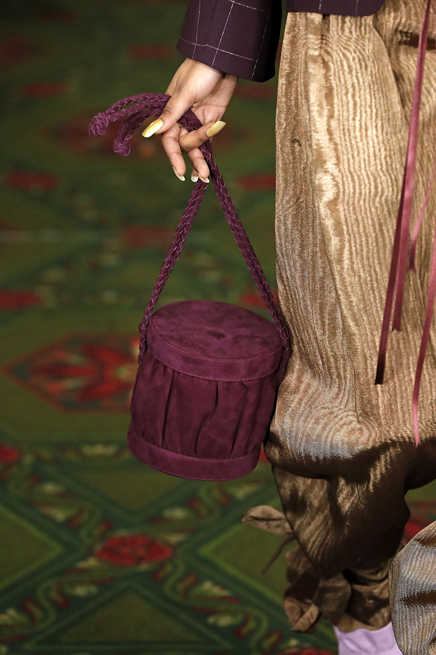 модная осень зима 2020 2021 круглая жесткая форма барабан шкатулка фиолетовая бордо замша