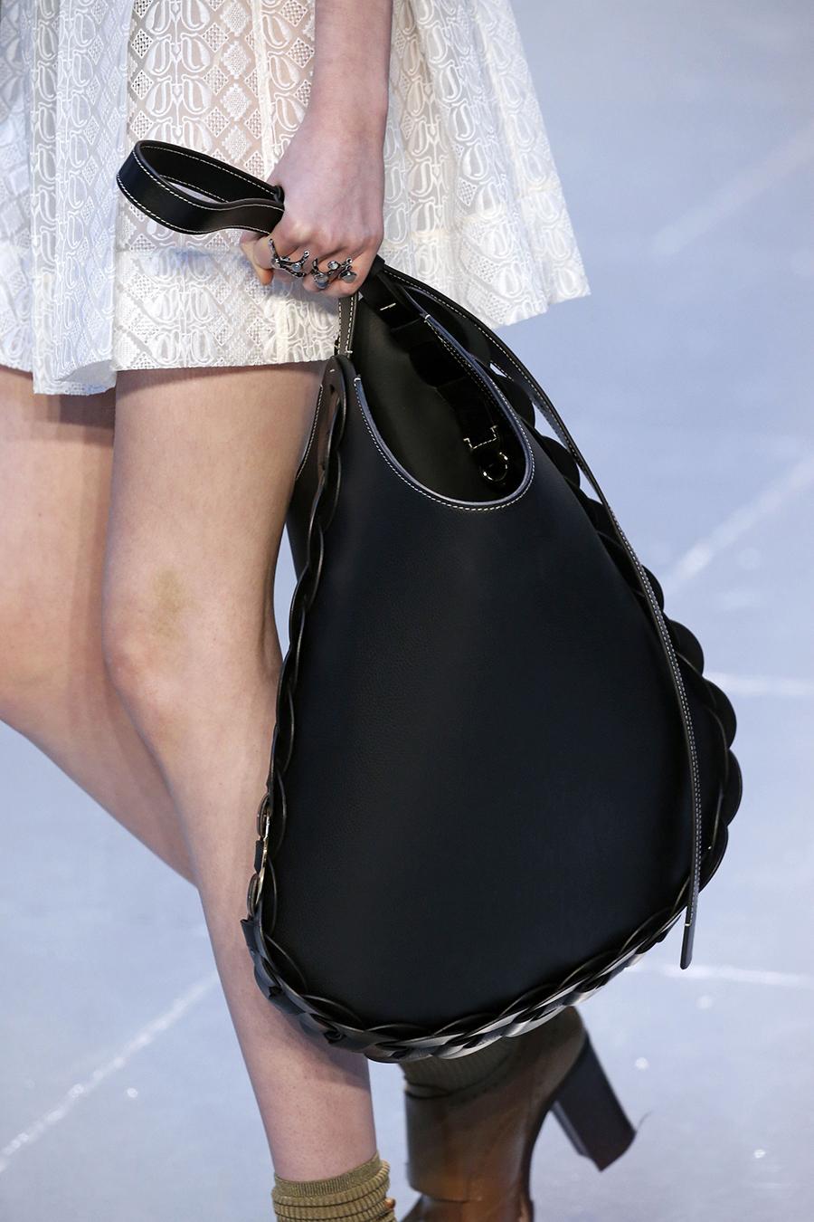 модная плетеная сумка хобо осень зима 2020 2021 черная