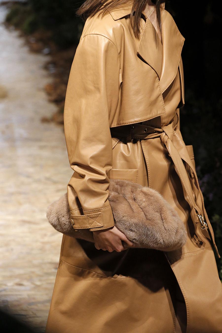 модная сумка мех пушистая мягкая осень зима 2020 2021 коричневая бежевая клатч
