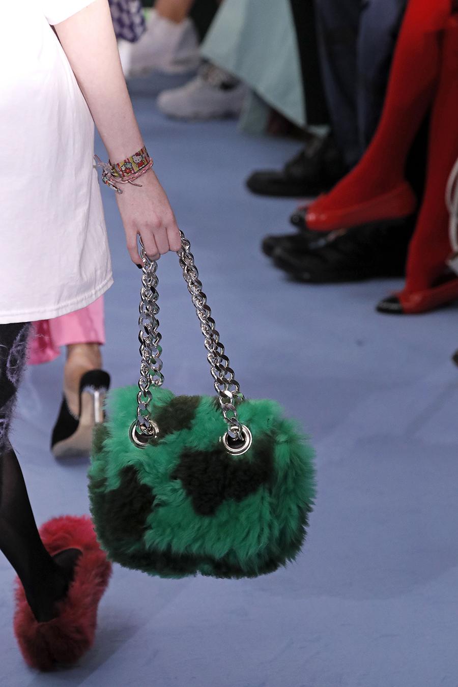 модная сумка мех пушистая мягкая осень зима 2020 2021 зеленая на цепочке