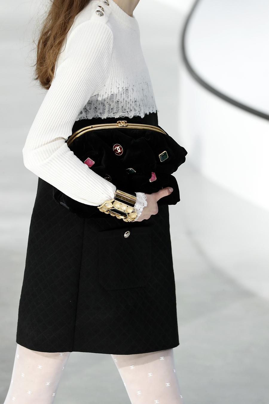 модная сумка мягкий большой клатч осень зима 2020 2021 черная вышивка аплликации