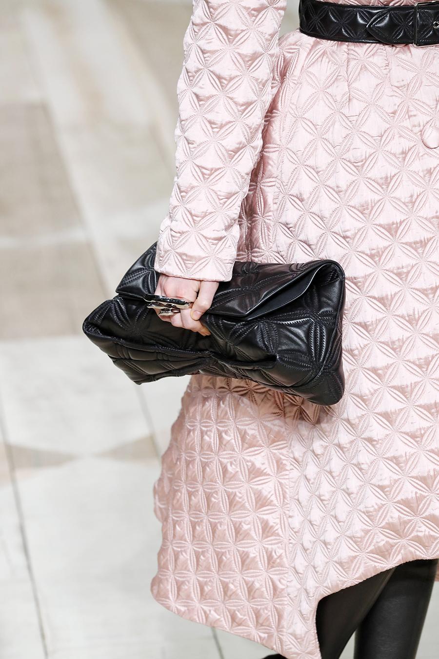 модная сумка мягкий большой клатч осень зима 2020 2021 черный стеганый
