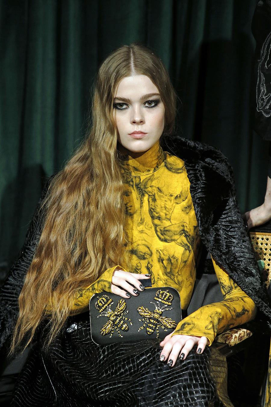 модная сумка минодьер осень зима 2020 2021 черная вышивка золотая прямоугольная