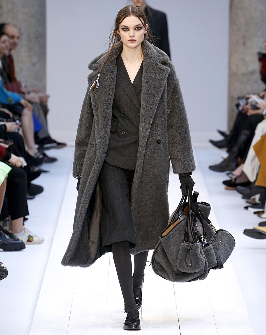 модная осень зима 2020 2021 серая много разные сумки войлок мех овчина