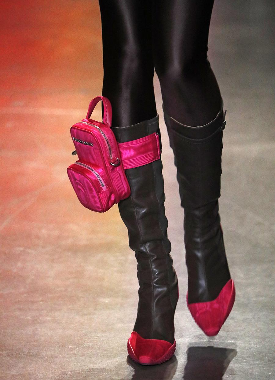 модная сумка поясная бананка на пояс осень зима 2020 2021 прямоугольная розовая фуксия с карманом