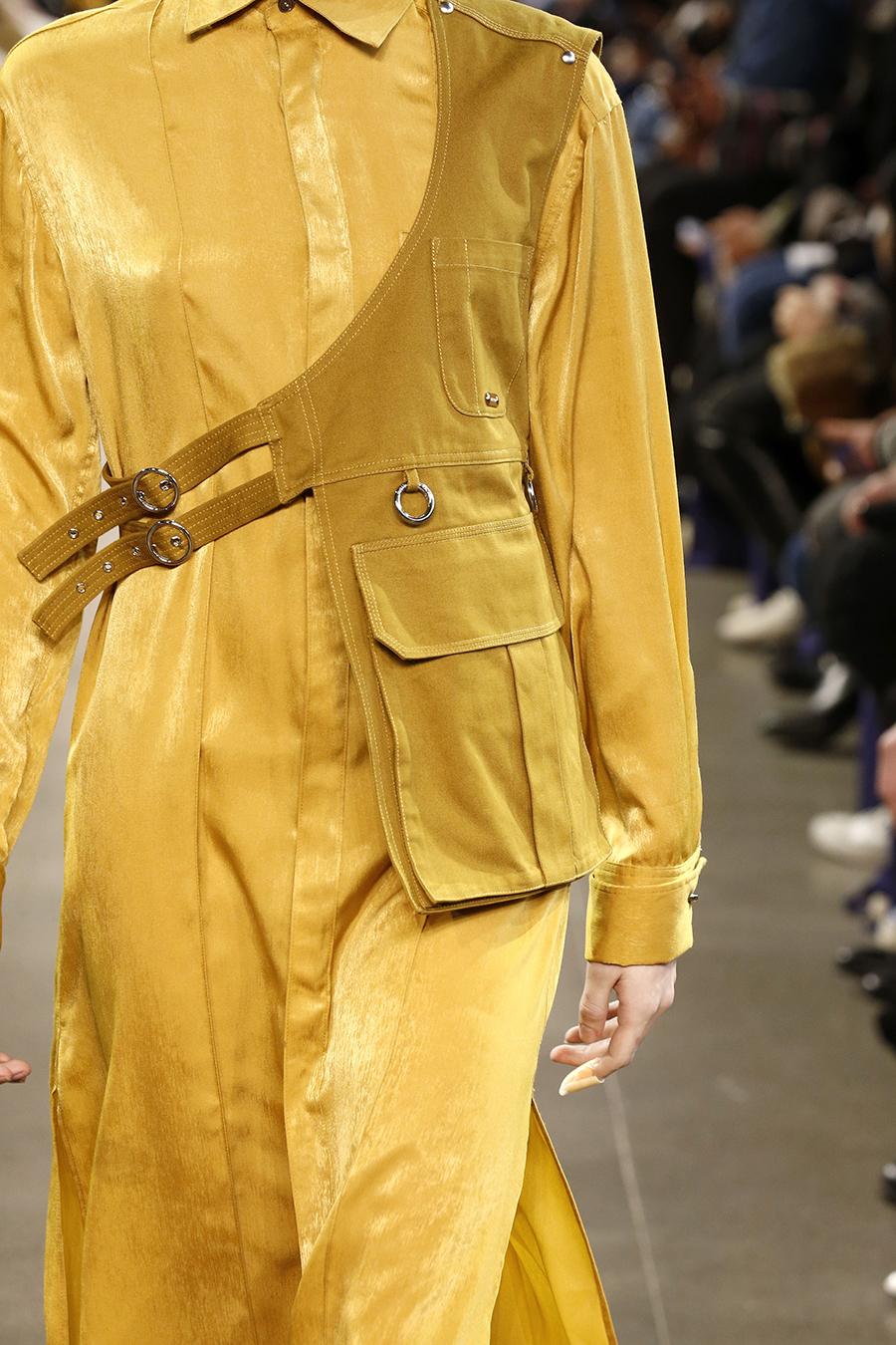 модная сумка поясная бананка на пояс осень зима 2020 2021 фелтая горчичная фартук слинг