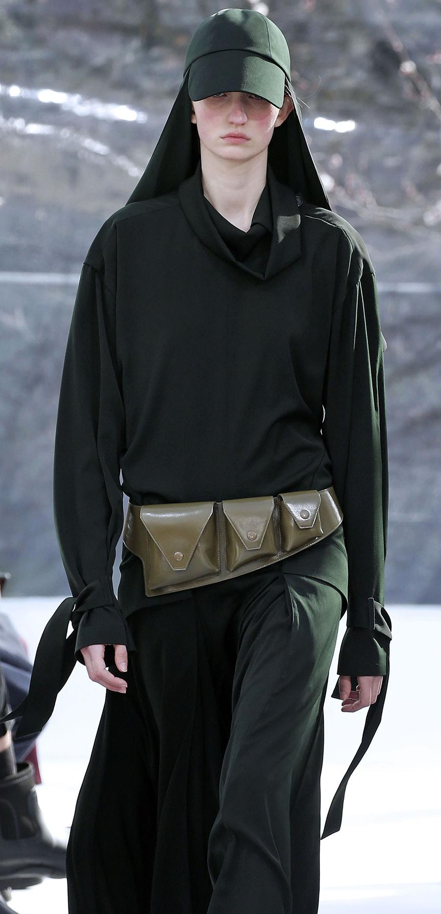 модная сумка поясная бананка на пояс осень зима 2020 2021 коричневая зеленая три кармана слинг