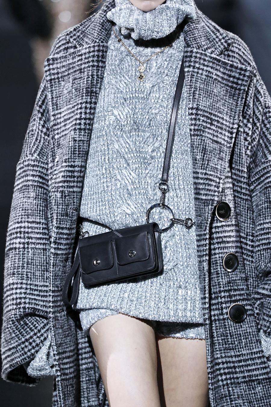 модная сумка поясная бананка на пояс осень зима 2020 2021 черная прямоугольная портупея с карманами кожаная